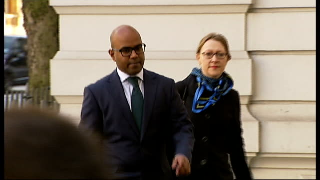 two men appear in court charged with female genital mutilation england london southwark crown court ext dr dhanuson dharmasena arriving at court - mutilazioni genitali femminili video stock e b–roll