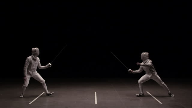 vídeos y material grabado en eventos de stock de two men fencing, man on left makes contact with his epee - en guardia