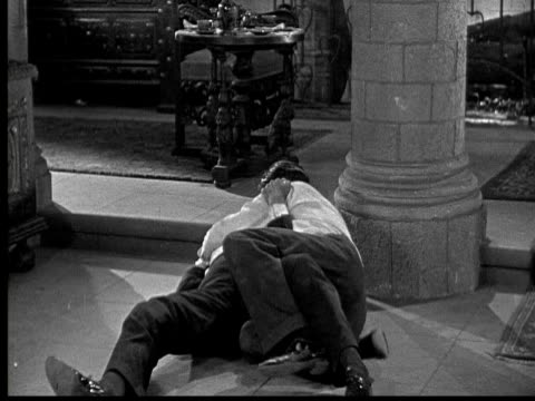 vídeos de stock e filmes b-roll de 1925 ms b/w two men fighting in castle - 1925