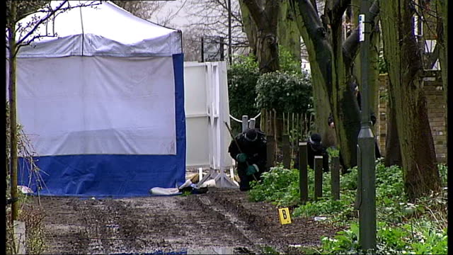 vídeos de stock, filmes e b-roll de two men found guilty of death of gagandip singh t27021101 blackheath ext police officers searching ground and undergrowth close to crime scene tent... - trepadeira