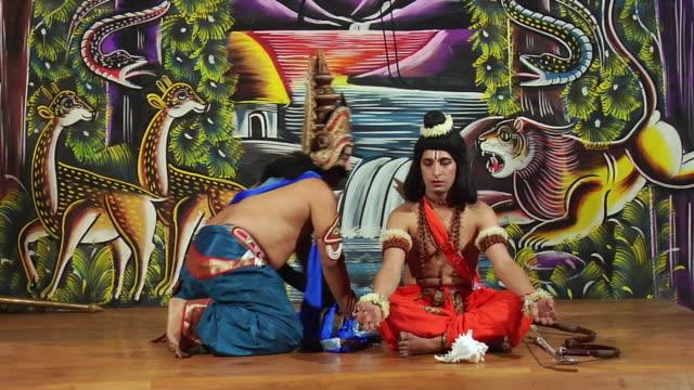 ms two men impersonating as rama and ravana / gurgaon, haryana, india - 阿修羅点の映像素材/bロール