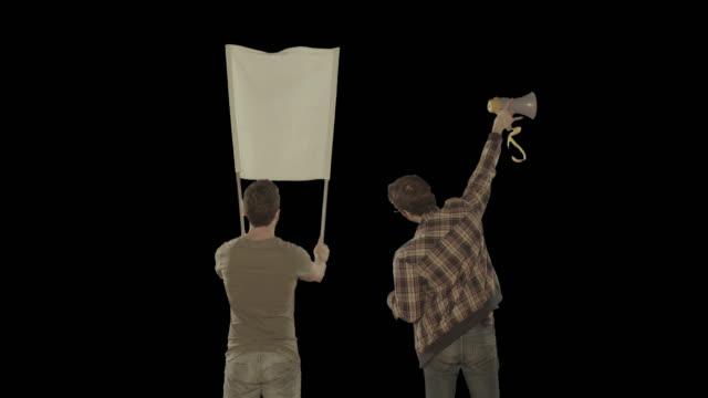 Dois homens em um protesto. Isolado clip canal alfa disponível na versão 4 k