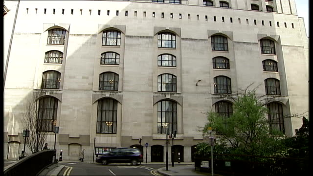 two men in court accused of blackmailing a member of royal family old bailey general views england london old bailey ext inscription 'central... - オールドベイリー点の映像素材/bロール