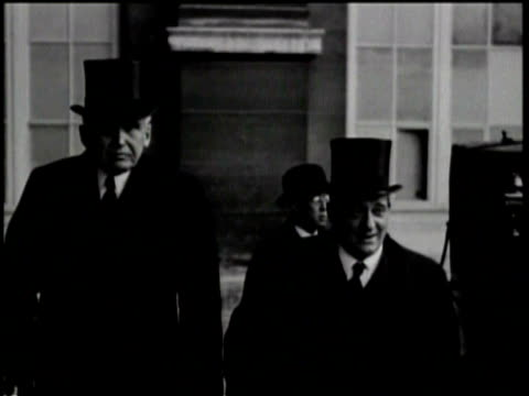 stockvideo's en b-roll-footage met two men in top hats stand together / a man steps out of a car and tips his hat towards the camera / another man takes off his hat and waits to enter... - hogehoed