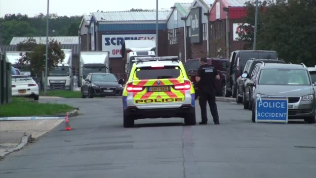 vídeos y material grabado en eventos de stock de two men jailed after police raid on firearms factory england east sussex ext police car outside business estate with officer alongside - east sussex