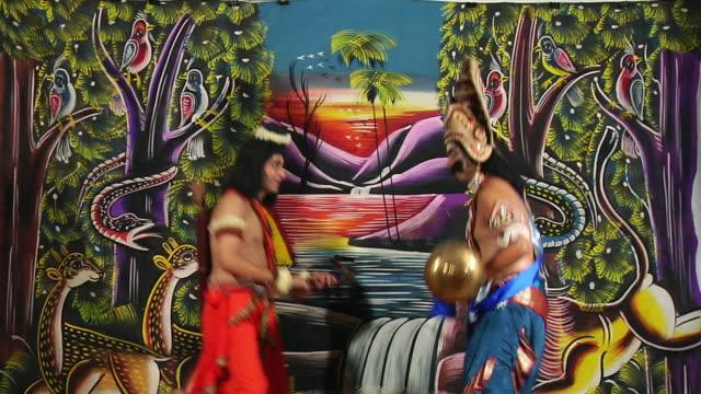 ms two men playing ramlila as rama and ravana / gurgaon, haryana, india - 阿修羅点の映像素材/bロール