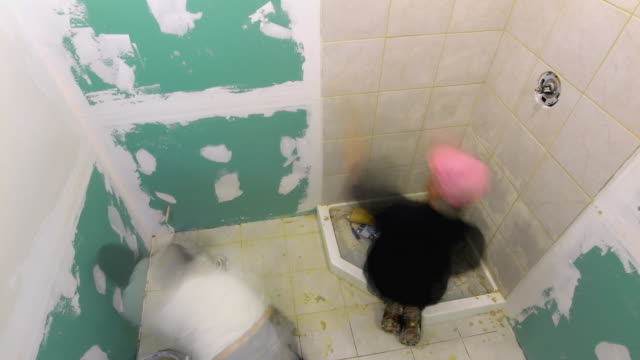 t/l, ws, ha, two men renovating bathroom - renovierung themengebiet stock-videos und b-roll-filmmaterial