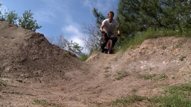 slo mo ws two men riding mountain bikes on trail / jacksonville, florida, usa - bmx cycling stock videos & royalty-free footage