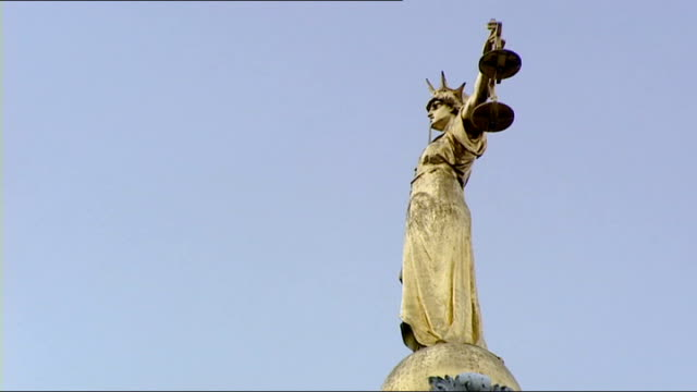 two men sentenced to 33 years in prison for murders of two people in south london statue of lady justice on roof of old bailey courthouse - オールドベイリー点の映像素材/bロール