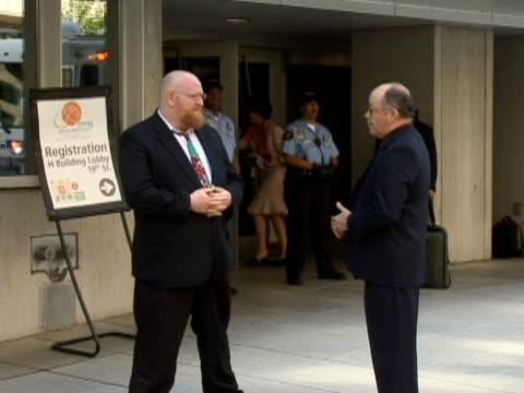 vídeos de stock e filmes b-roll de two men talking outside the imf / washington dc, united states / audio - fato completo