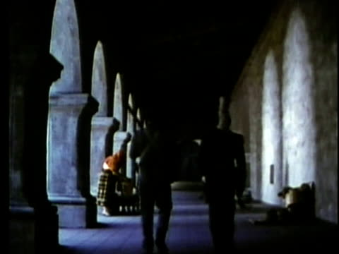 stockvideo's en b-roll-footage met 1963 reenactment ws two mexican soldiers walking alongside collonade / 1830s texas / audio - manifest destiny