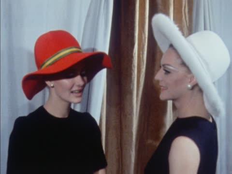 stockvideo's en b-roll-footage met two models wear large brimmed hats - dameskleding