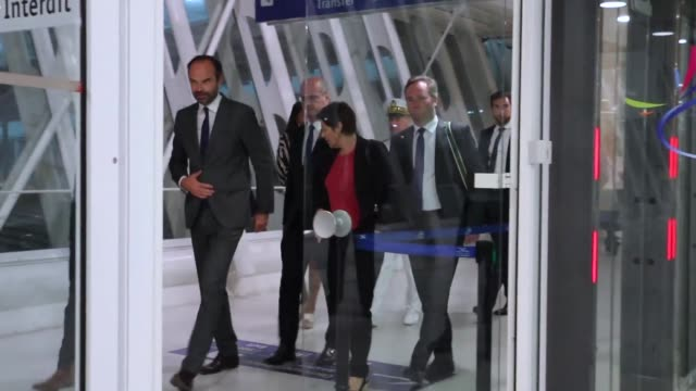 vídeos de stock e filmes b-roll de two months after the irma and maria hurricanes french prime minister edouard philippe continues his visit to french territories in the caribbean in... - territórios ultramarinos franceses