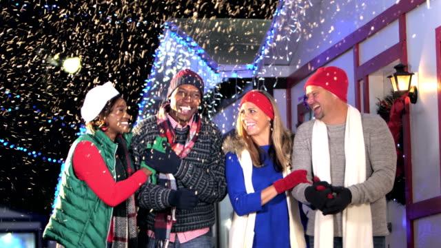 Två multietniska par winter Festival