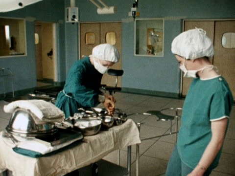 two nurses prepare surgical instruments in a gynaecological hospital ward. - 産科医点の映像素材/bロール