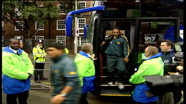 two pakistan players fail drugs test tx london oval ext pakistan cricket team disembarking coach - pakistan stock videos & royalty-free footage
