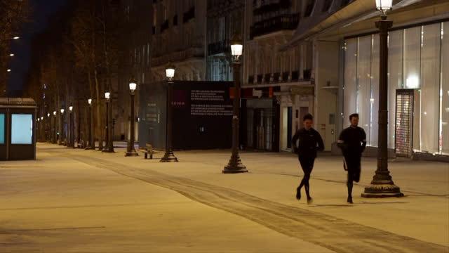 FRA: Paris Landmarks With Snow