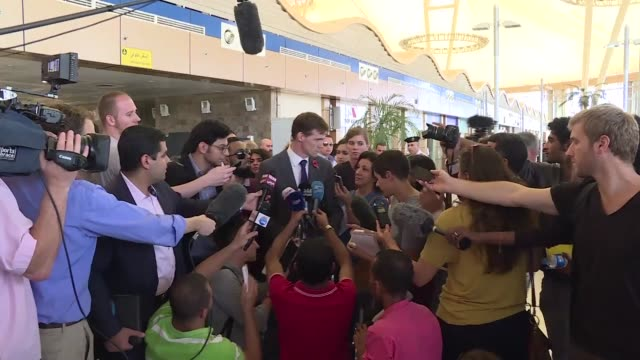two planes carrying 180 british passengers each left sharm elsheikh on friday in the first flights to repatriate tourists stranded in the egyptian... - kogalymavia flug 9268 stock-videos und b-roll-filmmaterial
