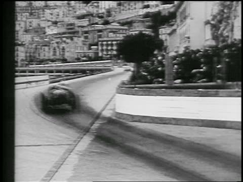 vídeos de stock e filmes b-roll de view two race cars rounding curve on street in monaco grand prix / monte carlo - 1933