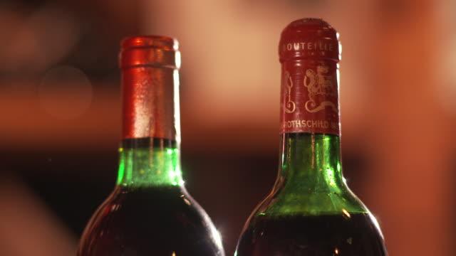 two red wine bottles, vertical - ワインバー点の映像素材/bロール