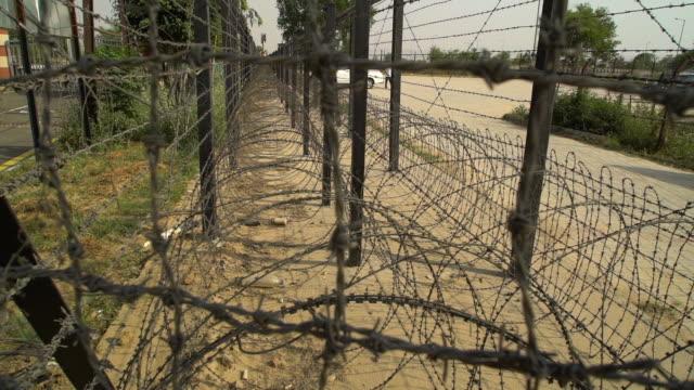 vídeos de stock, filmes e b-roll de two rows of barbed wire fence. - homem e máquina