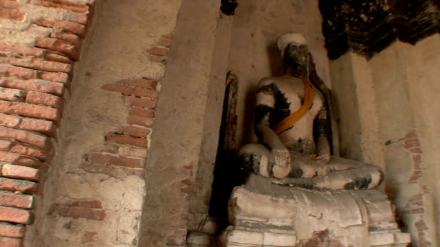 ms pan two sculptures in wat chaiwattanaram, ayutthaya, thailand - アユタヤ県点の映像素材/bロール