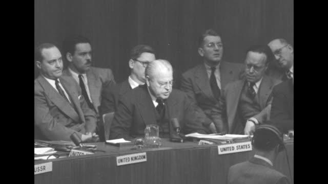 two shots of austin sitting at table with other delegates giving speech in favor of un resolution demanding that communist china withdraw its... - 冷戦点の映像素材/bロール