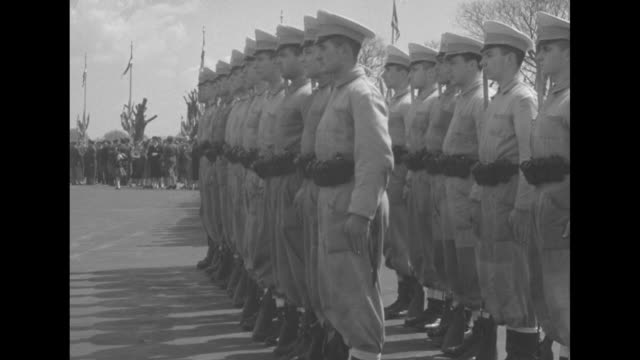 vídeos de stock e filmes b-roll de two shots of huge crowd in plaza de mayo / military honor guard standing at attention / two members of color guard standing at attention / naval... - 1955