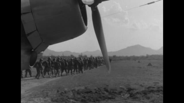 stockvideo's en b-roll-footage met two shots of us soldiers merrill's marauders getting off plane parked on airstrip / driver backing jeep down ramp from plane / allied officers... - geallieerde mogendheden