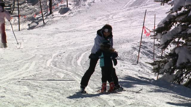 two skiers on a snow hill - skijacke stock-videos und b-roll-filmmaterial