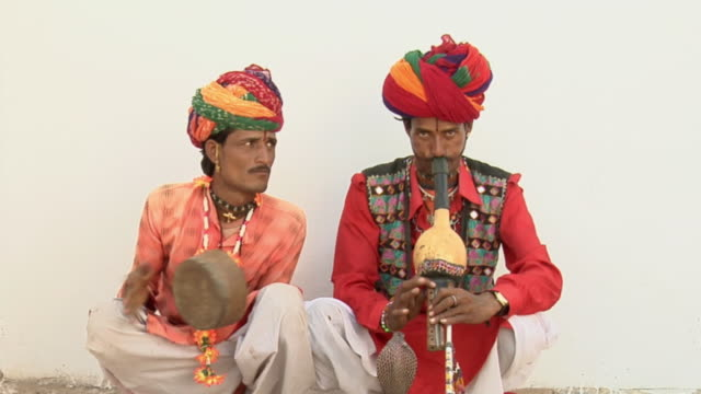 MS Two snake charmers playing instruments / Pushkar, Rajasthan, India