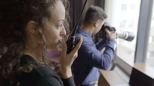 vídeos y material grabado en eventos de stock de dos espías - oficial rango militar