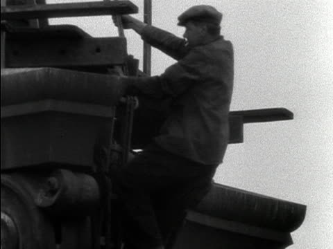two steeplejacks make it to the top of nelson's column ready to start cleaning it for the coronation celebrations 1953 - turmarbeiter stock-videos und b-roll-filmmaterial