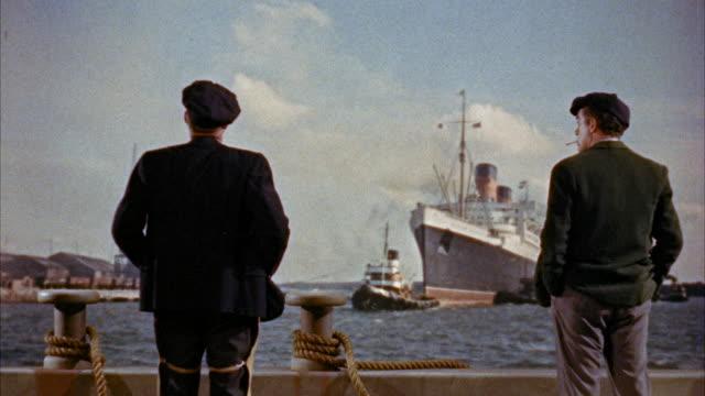 vídeos y material grabado en eventos de stock de ms two stevedores standing on dock / unspecified - embarcación de pasajeros