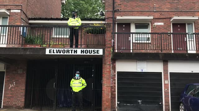 vidéos et rushes de two teenage boys have been killed in separate stabbings amid concerns about a surge in violence over the summer. a 15-year-old died in woolwich,... - lambeth