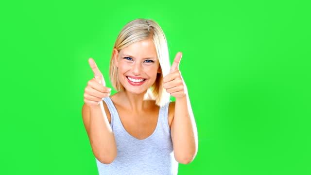 vídeos de stock, filmes e b-roll de dois polegares para cima! - fundo verde