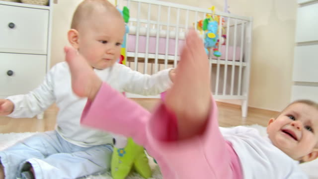 stockvideo's en b-roll-footage met hd: two toddlers fighting and crying - alleen baby's