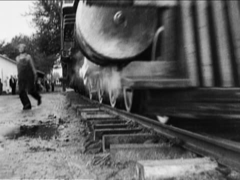 stockvideo's en b-roll-footage met two trains crashing into one another - locomotief