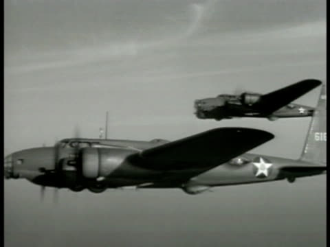 vídeos de stock, filmes e b-roll de aerial two us b17 'flying fortress' bombers in flight int b17 behind seated crew member in headphones aerial vs b17 'flying fortress' bomber in... - número 1