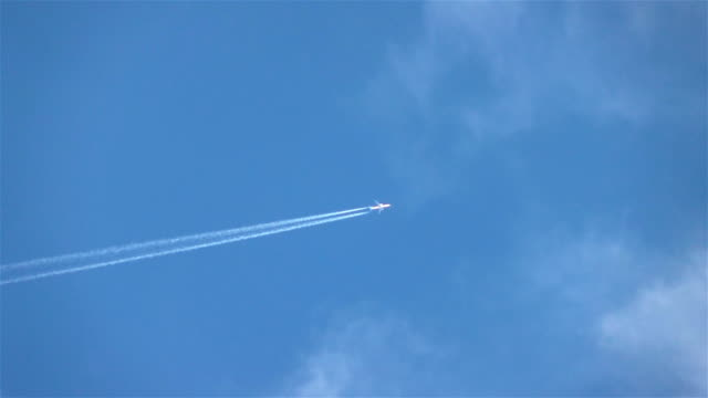 Two videos of airplane in the sky in real slow motion