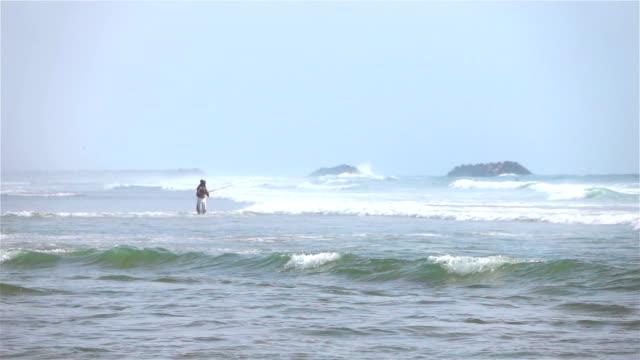 海沿いにアングラーの 2 つのビデオ-本当のスローモーション