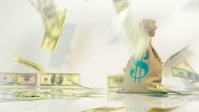 Dos vídeos de caída de dinero en 4 K