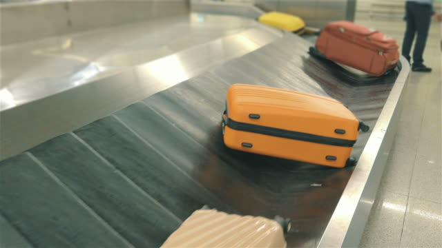 Two videos of luggage carousel in 4K