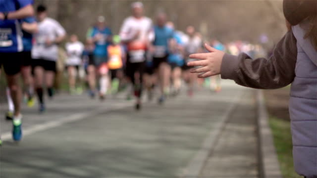 Two videos of marathon runners in real slow motion