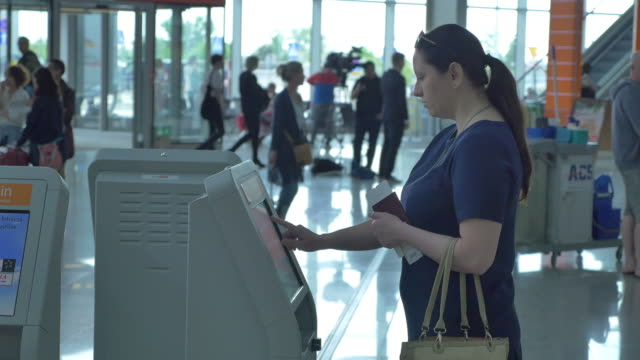 two videos of self check in at the airport in 4k - self service stock videos & royalty-free footage