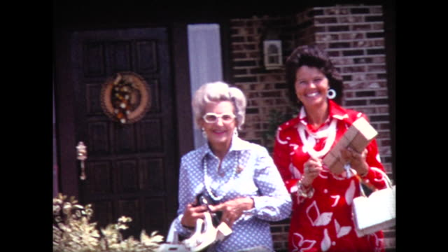 1974 two well-dressed ladies leave home - cultura americana video stock e b–roll