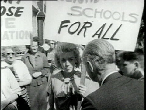 vidéos et rushes de two white ladies with signs, one being interviewed during civil rights - droits de l'homme