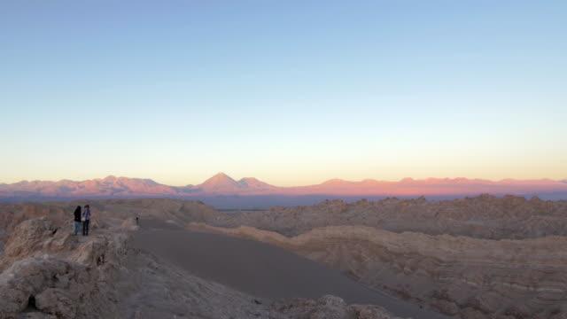 two woman talking in the desert hill during sunset - fast kamera bildbanksvideor och videomaterial från bakom kulisserna