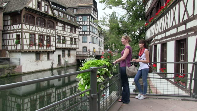 vídeos de stock e filmes b-roll de ms two women at old town of petite france / strasbourg, alsace, france - mala de ombro