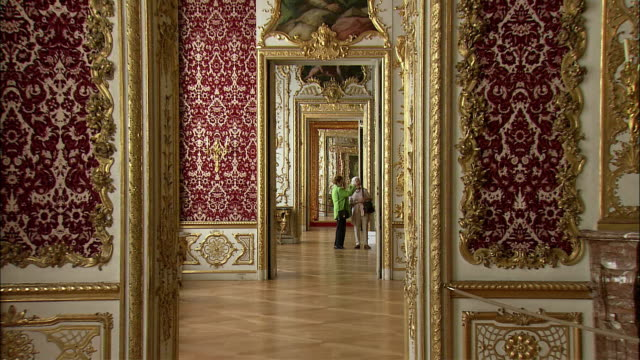 zi ws two women in baroque interior of munich residence (royal palace of the bavarian monarchs), munich, bavaria, germany - baroque点の映像素材/bロール